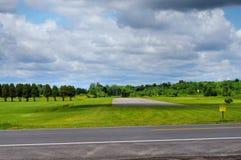 Pista de decolagem abandonada no aeródromo Fotos de Stock Royalty Free
