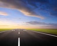 Pista de decolagem do aeroporto fotografia de stock royalty free