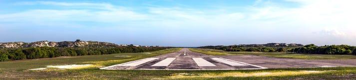 A pista de decolagem do aeroporto da ilha da suposição em Seychelles imagem de stock royalty free
