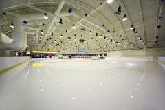 Pista de hielo de interior ligera grande Imagen de archivo libre de regalías