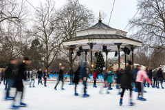 Pista de hielo en el país de las maravillas del invierno en Londres Imágenes de archivo libres de regalías