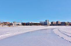 Pista de hielo de LuleÃ¥s para la reconstrucción y el patinaje a campo través Fotos de archivo libres de regalías