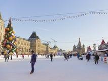 Pista de hielo maravillosa en Plaza Roja Fotos de archivo