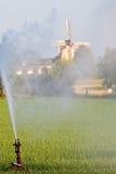 Pista de irrigación del sistema de regadera del agua Fotografía de archivo libre de regalías