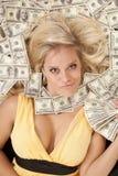 Pista de la mujer en dinero con el ventilador del dinero Foto de archivo libre de regalías