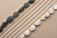 Pista de las piedras blancos y negros Fotografía de archivo libre de regalías