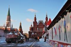Pista de patinaje de la GOMA Decoraciones de la Navidad en la Plaza Roja en Moscú Pista de patinaje de la GOMA Foto de archivo