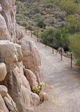 Pista de senderismo del desierto foto de archivo libre de regalías
