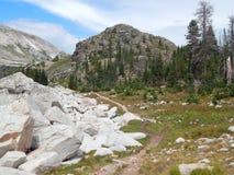 Pista de senderismo divina en el arco Wyoming de la medicina foto de archivo