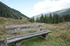 Pista de senderismo en las montañas de rauris imagen de archivo