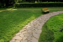 Pista de una piedra en parque Fotos de archivo