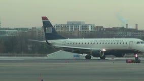 Pista del aeropuerto, vuelo, aviación almacen de metraje de vídeo