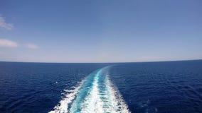 Pista del barco de cruceros en el mar metrajes