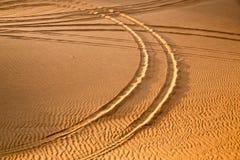 Pista del coche en el desierto Fotografía de archivo