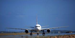 Pista del jet de Boeing 767 encendido Imagen de archivo libre de regalías