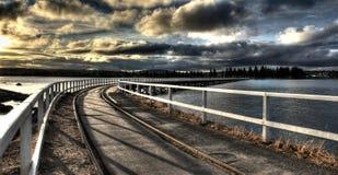 Pista del tren a través del agua Foto de archivo libre de regalías