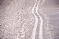 Pista dello sci su neve fresca Fondo degli sport invernali, sci di fondo Immagini Stock
