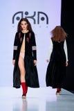 Pista di modello della passeggiata per AKA la passerella di NANITA all'Caduta-inverno 2017-2018 a Mercedes-Benz Fashion Week Russ Fotografia Stock Libera da Diritti