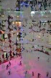 Pista di pattinaggio sul ghiaccio al centro commerciale di Al Ain, UAE Fotografie Stock