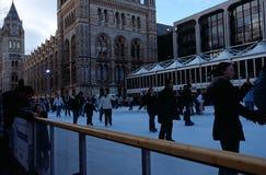 Pista di pattinaggio sul ghiaccio al museo di storia naturale, Londra Fotografia Stock