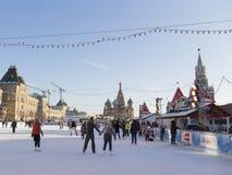Pista di pattinaggio sul ghiaccio di Natale sul quadrato rosso Fotografia Stock