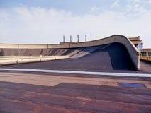 Pista do carro na parte superior da construção de Lingotto em Turin Itália Imagem de Stock