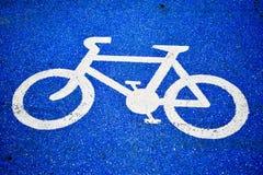 Pista do s?mbolo da bicicleta na estrada imagens de stock