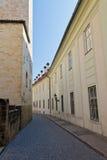 Pista estreita no castelo de Praga, república checa Fotografia de Stock