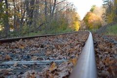 Pista ferroviaria abandonada en caída Fotografía de archivo