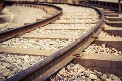 Pista ferroviaria aherrumbrada vieja Foto de archivo libre de regalías