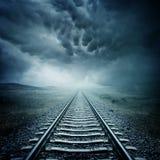 Pista ferroviaria oscura Imágenes de archivo libres de regalías