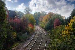 Pista ferroviaria rural de Inglaterra en otoño Imagen de archivo libre de regalías