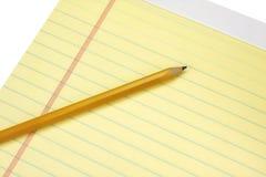 Pista legal amarilla con el lápiz Fotografía de archivo