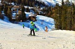Pista meravigliosa di corsa con gli sci nelle alpi svizzere Fotografia Stock Libera da Diritti