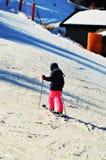 Pista meravigliosa di corsa con gli sci per i bambini nelle alpi svizzere Fotografie Stock