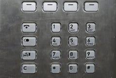 Pista metálica del número en un teléfono público Fotos de archivo