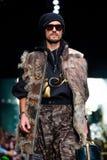 Pista modelo del paseo para la prolongación del andén de IGOR GULYAEV en el otoño invierno 2017-2018 en Mercedes-Benz Fashion Wee Foto de archivo libre de regalías