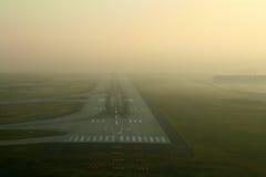 Pista nella nebbia Fotografie Stock Libere da Diritti