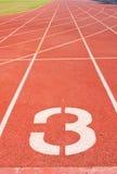 Pista numero tre di atletismo. Immagini Stock