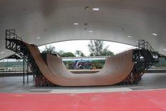 Pista pubblica del più grande del pattino tubo del parco mezzo nel mondo Fotografie Stock