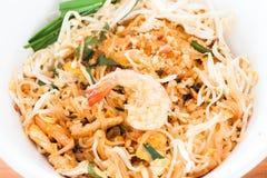 Pista tailandesa tailandesa, tallarines de la comida de la fritada del Stir con el camarón fotos de archivo