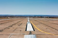Pista vacía del aeropuerto Fotos de archivo libres de regalías