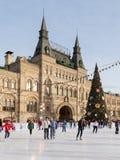 Pista y árbol de navidad adornados Imagen de archivo libre de regalías