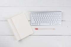 Pista y teclado en blanco de nota Imagen de archivo