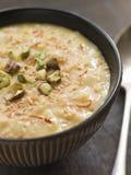 Pistacchio dello zafferano e budino di riso della noce di cocco Fotografia Stock
