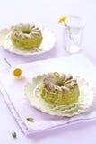 Pistachecakes op witte platenplaat Royalty-vrije Stock Fotografie