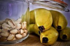 Pistaches et bananes photo stock