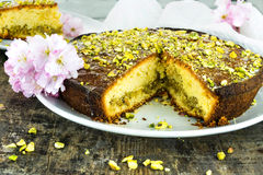 Pistachio and lemon drizzle cake Stock Photography
