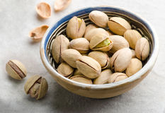 Pistachios in ceramic bowl Royalty Free Stock Photography