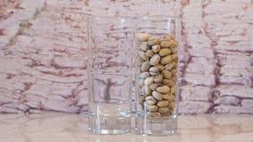 pistachios Pistaches de derramamento Porcas de pistache que caem no vidro filme
